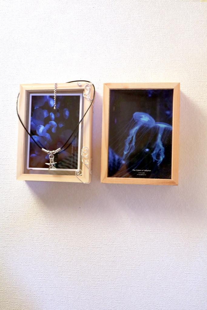 クラゲの写真とネックレス